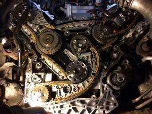 Вид механизма и цепей ГРМ со снятыми крышками