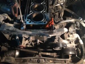 Демонтируем переднюю крышку ДВС.