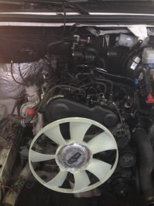 26.Установка приводного ремня и вентилятора охлаждения радиатора