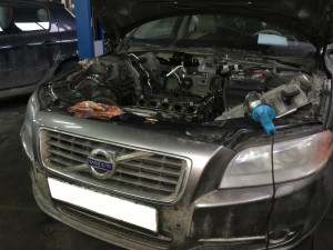 После согласования с клиентом, принято решение о ремонте двигателя c заменой гильз, снимаем ДВС и разбираем